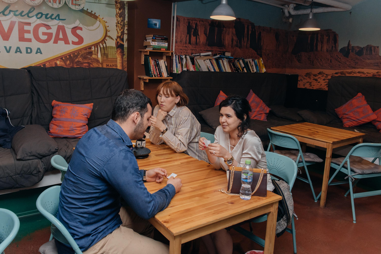 Клуб москва общение язык как одеваются девушки в ночные клубы
